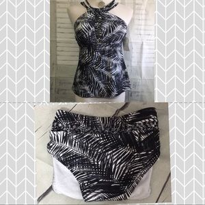 Ladies bathing Suit Top and bikini bottoms NWT